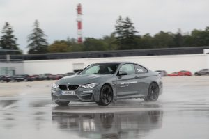 P90277333_highRes_40-years-bmw-and-min